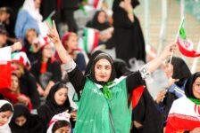 Iranian women protest the obligatory hijab